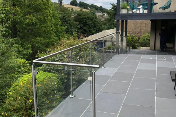 GLASS + STAINLESS HAND RAIL (2)